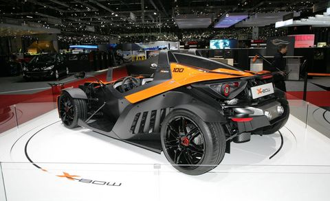 Tire, Wheel, Automotive design, Automotive tire, Vehicle, Automotive wheel system, Rim, Automotive exterior, Car, Fender,