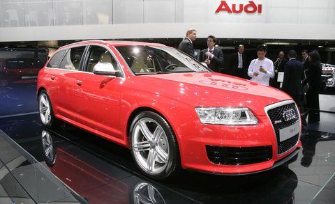 Tire, Wheel, Automotive design, Vehicle, Land vehicle, Event, Alloy wheel, Car, Automotive tire, Rim,