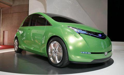 Motor vehicle, Mode of transport, Automotive design, Vehicle, Transport, Automotive mirror, Car, Glass, Vehicle door, Automotive tire,