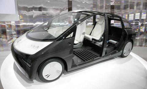 Motor vehicle, Automotive design, Vehicle, Vehicle door, Automotive mirror, Automotive exterior, Automotive tire, Car, Rim, Alloy wheel,