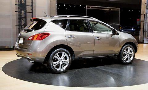 Tire, Motor vehicle, Wheel, Automotive design, Land vehicle, Vehicle, Automotive tire, Glass, Car, Rim,