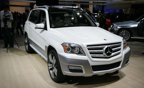 Motor vehicle, Wheel, Tire, Automotive design, Land vehicle, Vehicle, Grille, Car, Automotive lighting, Automotive parking light,