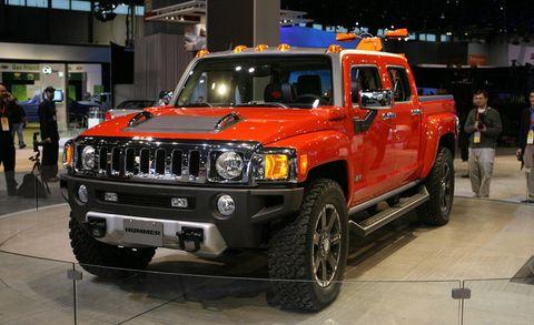 Motor vehicle, Wheel, Automotive design, Vehicle, Automotive exterior, Land vehicle, Automotive tire, Automotive lighting, Car, Rim,