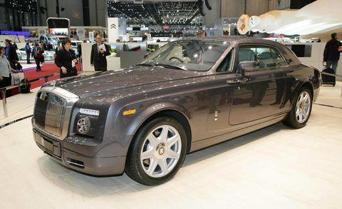 Tire, Wheel, Automotive design, Vehicle, Land vehicle, Automotive tire, Car, Headlamp, Rim, Grille,