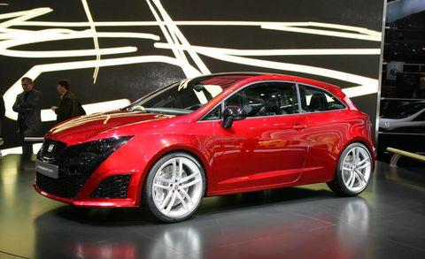 Wheel, Tire, Automotive design, Vehicle, Land vehicle, Event, Car, Auto show, Automotive tire, Alloy wheel,