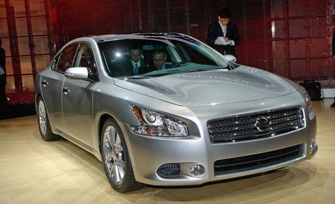 Tire, Wheel, Automotive design, Vehicle, Land vehicle, Automotive lighting, Headlamp, Car, Grille, Hood,