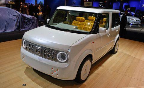 Motor vehicle, Tire, Automotive design, Vehicle, Land vehicle, Automotive lighting, Vehicle door, Floor, Automotive exterior, Car,