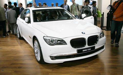 Automotive design, Vehicle, Land vehicle, Car, Grille, Personal luxury car, Floor, Luxury vehicle, Automotive lighting, Jacket,