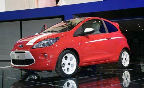 Tire, Wheel, Motor vehicle, Automotive design, Mode of transport, Automotive tire, Automotive wheel system, Vehicle, Automotive mirror, Alloy wheel,