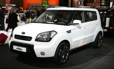 Motor vehicle, Automotive design, Vehicle, Land vehicle, Hat, Car, Headlamp, Automotive lighting, Grille, Rim,