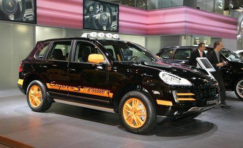 Tire, Motor vehicle, Wheel, Automotive design, Vehicle, Automotive tire, Car, Fender, Alloy wheel, Sport utility vehicle,