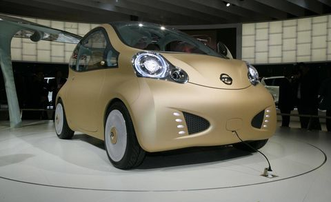 Motor vehicle, Tire, Wheel, Automotive design, Mode of transport, Vehicle, Automotive mirror, Land vehicle, Headlamp, Automotive lighting,
