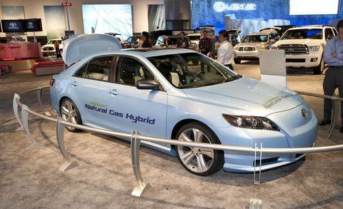 Tire, Wheel, Motor vehicle, Automotive design, Vehicle, Land vehicle, Car, Rim, Alloy wheel, Personal luxury car,