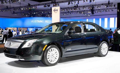 Tire, Wheel, Automotive design, Vehicle, Transport, Land vehicle, Automotive tire, Car, Full-size car, Technology,