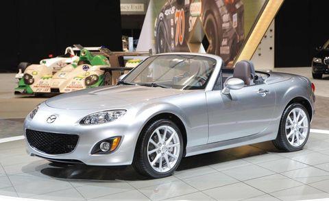 Tire, Wheel, Motor vehicle, Automotive design, Mode of transport, Vehicle, Automotive tire, Land vehicle, Rim, Car,