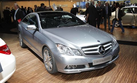 Wheel, Automotive design, Mode of transport, Vehicle, Land vehicle, Car, Personal luxury car, Mercedes-benz, Grille, Automotive lighting,