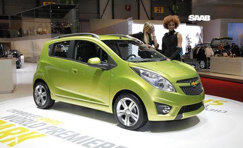Motor vehicle, Tire, Automotive design, Mode of transport, Vehicle, Land vehicle, Car, Automotive mirror, Vehicle door, Grille,