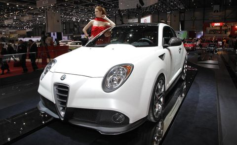 Tire, Wheel, Automotive design, Vehicle, Land vehicle, Car, Headlamp, Automotive lighting, Personal luxury car, Rim,