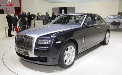 Tire, Wheel, Automotive design, Vehicle, Land vehicle, Grille, Car, Vehicle registration plate, Fender, Personal luxury car,