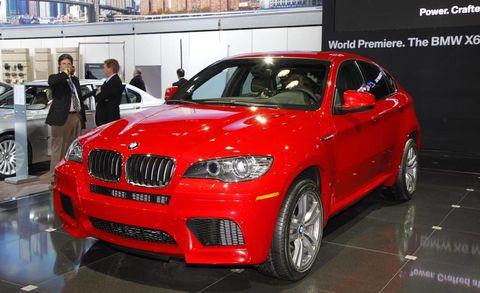 Motor vehicle, Tire, Automotive design, Vehicle, Land vehicle, Automotive lighting, Automotive tire, Car, Grille, Alloy wheel,