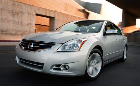 Motor vehicle, Mode of transport, Automotive mirror, Automotive design, Vehicle, Glass, Land vehicle, Automotive lighting, Headlamp, Hood,