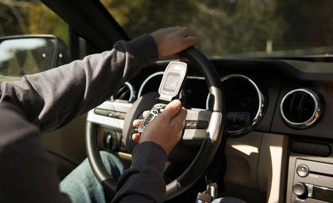 Motor vehicle, Steering part, Automotive design, Mode of transport, Steering wheel, Vehicle, Transport, Automotive mirror, Glass, Car,