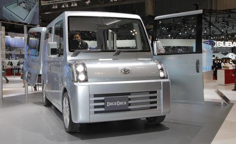 Motor vehicle, Automotive design, Product, Transport, Automotive exterior, Rim, Headlamp, Grille, Automotive tire, Fender,