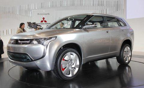 Tire, Motor vehicle, Wheel, Automotive design, Product, Vehicle, Land vehicle, Automotive exterior, Glass, Car,
