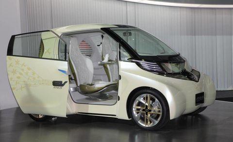 Motor vehicle, Wheel, Mode of transport, Automotive design, Automotive mirror, Vehicle, Automotive exterior, Vehicle door, Transport, Rim,