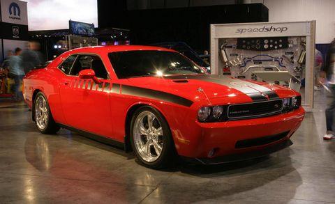 Tire, Motor vehicle, Wheel, Automotive tire, Automotive design, Vehicle, Land vehicle, Rim, Hood, Automotive lighting,