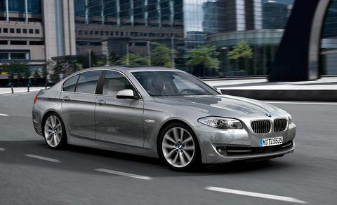 Tire, Wheel, Mode of transport, Vehicle, Automotive design, Vehicle registration plate, Land vehicle, Rim, Alloy wheel, Car,