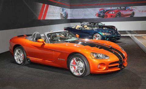 Tire, Wheel, Automotive design, Vehicle, Land vehicle, Performance car, Car, Hood, Headlamp, Automotive mirror,