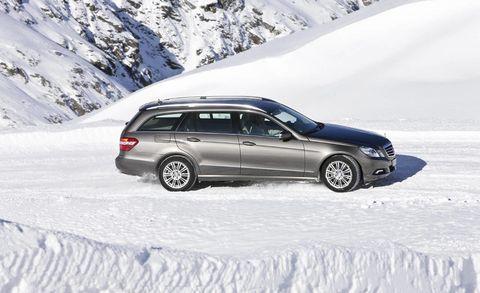 Tire, Wheel, Automotive tire, Winter, Vehicle, Land vehicle, Rim, Car, Freezing, Spoke,