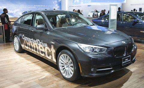 Tire, Wheel, Automotive design, Land vehicle, Vehicle, Car, Alloy wheel, Automotive tire, Personal luxury car, Rim,