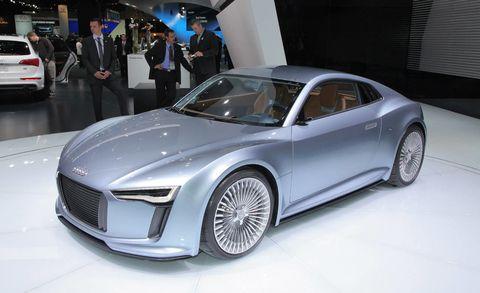 Wheel, Tire, Automotive design, Vehicle, Land vehicle, Event, Car, Personal luxury car, Alloy wheel, Fender,
