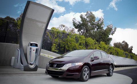 Mode of transport, Automotive design, Vehicle, Automotive mirror, Transport, Land vehicle, Car, Automotive parking light, Glass, Rear-view mirror,