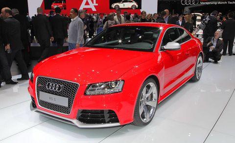 Tire, Wheel, Automotive design, Event, Vehicle, Land vehicle, Car, Audi, Grille, Personal luxury car,