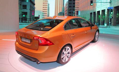 Tire, Wheel, Motor vehicle, Mode of transport, Automotive design, Vehicle, Automotive lighting, Car, Full-size car, Rim,