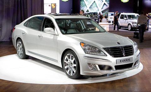 Tire, Wheel, Motor vehicle, Automotive design, Mode of transport, Vehicle, Land vehicle, Car, Automotive lighting, Grille,