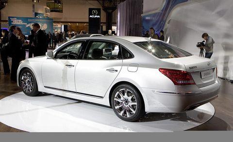 Tire, Wheel, Automotive design, Vehicle, Car, Alloy wheel, Personal luxury car, Full-size car, Spoke, Automotive lighting,
