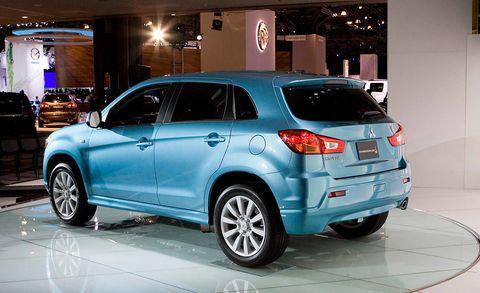 Tire, Wheel, Motor vehicle, Automotive design, Automotive tire, Vehicle, Land vehicle, Glass, Car, Automotive lighting,