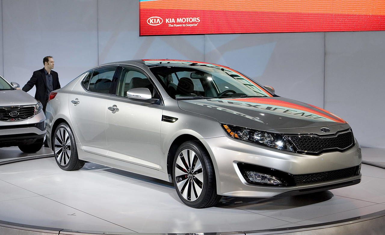 kia optima 2011 5 passenger front wheel drive sedanduring the unveiling of the 2011 kia optima it was difficult not to think of the new hyundai sonata on level 3 of the new york auto show