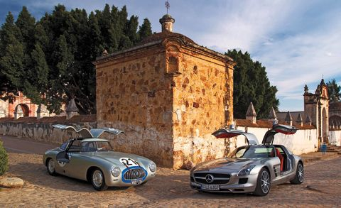Tire, Vehicle, Land vehicle, Car, Alloy wheel, Performance car, Fender, Rim, Sports car, Classic car,