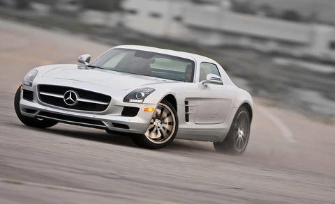 Tire, Wheel, Motor vehicle, Mode of transport, Automotive design, Vehicle, Land vehicle, Transport, Automotive mirror, Hood,