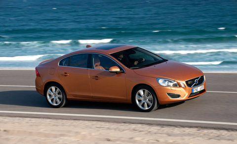 Tire, Wheel, Mode of transport, Vehicle, Automotive design, Alloy wheel, Car, Rim, Full-size car, Mid-size car,