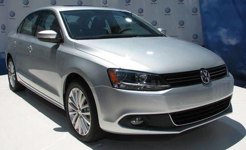 Motor vehicle, Tire, Wheel, Automotive design, Daytime, Vehicle, Land vehicle, Headlamp, Automotive lighting, Car,