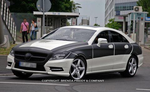 Tire, Wheel, Mode of transport, Automotive design, Vehicle, Alloy wheel, Rim, Hood, Car, Automotive tire,
