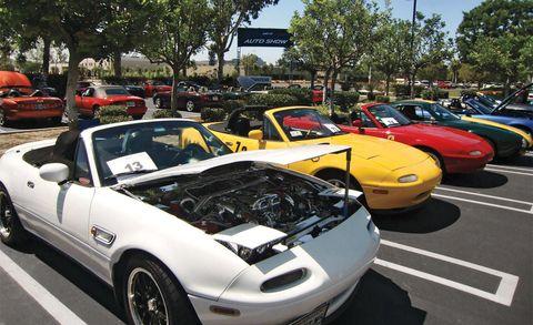 Land vehicle, Vehicle, Automotive design, Car, Hood, Automotive parking light, Fender, Performance car, Automotive exterior, Sports car,