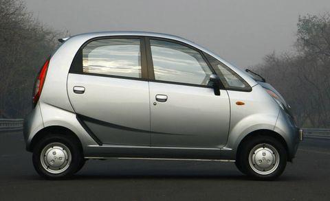 Tire, Motor vehicle, Wheel, Automotive mirror, Mode of transport, Automotive design, Automotive exterior, Automotive tire, Vehicle, Automotive wheel system,