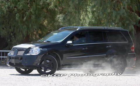 Tire, Wheel, Automotive tire, Vehicle, Land vehicle, Car, Rim, Automotive exterior, Fender, Sport utility vehicle,
